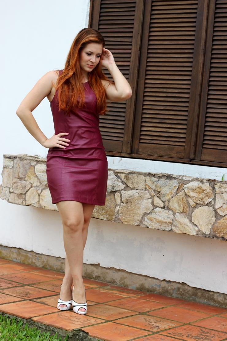 look do dia vestido de couro vinho